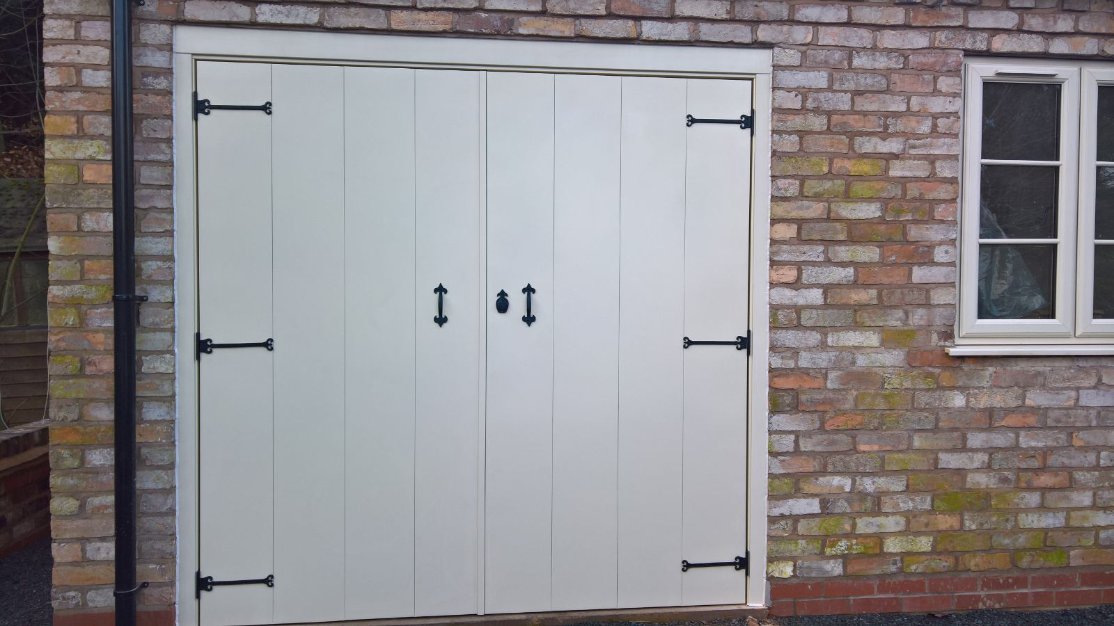 Carriage Style Garage Doors Suppliers In The West Midlands